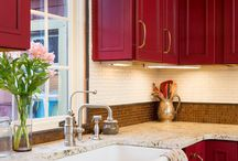 Red Kitchen / Do you have a passion for red? Bring your kitchen to life with red, accents and decor.