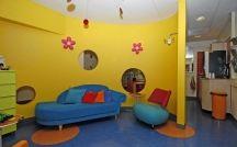 Ronald McDonald Huiskamer Nijmegen / In Ronald McDonald Huiskamer Nijmegen kunnen kinderen even vergeten dat ze ziek zijn. Ze kunnen er samen met hun ouders, broertjes en zusjes even weg uit de ziekenhuissfeer. Voor het hele gezin is de Huiskamer een plek om tot rust te komen en te spelen.