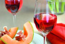 La Route des Vins / Épicuriens bienvenus! Sur le territoire des Montérégiennes, faites la tournée des vignobles de Marieville, Rougemont et Saint-Paul d'Abbotsford. Une aventure bien arrosée.