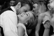 Beautiful moments on a wedding / Zie hier de geweldige foto's van bruiloften op traditionele zeilschepen. Bij NAUPAR kunt u elkaar het Ja-woord geven, midden op het IJsselmeer.