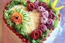 zdobené mísy a slané dorty