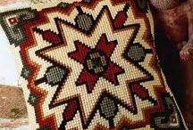 cojin punto cruz lana