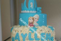 frozen cake , pastel / by Yaide Hernandez