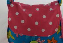 Bag4kids / Uit een bonte verzameling lapjes is bag4kids ontstaan. Kleurige kindertasjes met schattige designs in verschillende vormen en maten. Leuk om mee te nemen naar school of het kinderdagverblijf. Dit gezellige tasje valt op  en raakt niet gauw kwijt!