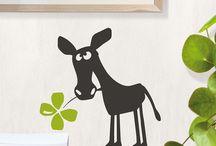 Ostern / Auf unserer Oster-Pinnwand findet ihr kleine Geschenke, Postkarten, Geschenkanhänger etc.