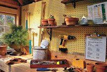 L'abri de jardin bois revisité  / Les abris de jardin sont des rangements redoutablement pratiques ! Mais ils endossent de plus en plus la fonction d'atelier : bricolage, loisirs créatifs ou repère d'artistes, on y laisse volontiers vagabonder notre créativité !