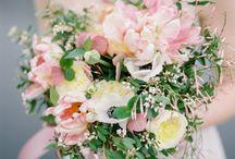 bruidspaar Otten / bruiloft. diverse rozen, pioen lelietje der dalen, jasmijn, gipskruid klassiek, engels, chique