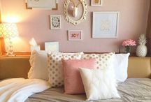Wall decore above bed