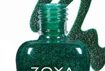 Zoya Elphie / Elphie by Zoya can best be described as a bewitching emerald green with a sugary green sparkle in the exclusive Zoya PixieDust Matte Sparkle formula.