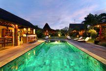 Villa Lina / La villa Lina est située à l'écart de la ville au milieu des rizières dans un village traditionnel balinais. Vous serez au calme pour vous ressourcer et vous imprégner de la vie locale.  Une salle de vie spacieuse vous permettra de passer des moments conviviaux en famille et entre amis. Votre location vous attend pour profiter d'un séjour inoubliable sur la célèbre île de Bali.