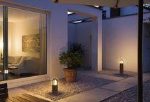 Buitenlampen / Design buitenlamp met een opvallend lichteffect op de wand of een klassiek / landelijke buitenlamp met nostalgische uitstraling. Van staande buitenlampen tot buiten wandlampen vind je bij Verwek. Meer dan 1000 lampen in de buitenverlichting collectie!