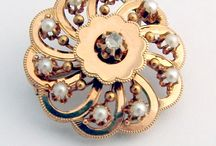 Victorian Era Jewelry / Queen Victoria would have been proud to wear these resplendent pieces of jewelry.