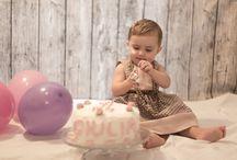 """My Cake Smash / """"DISTRUGGI LA TORTA"""" .  Il primo compleanno è una data importante...anche per noi! Lo shooting vede come protagonista il/la bambino/a,  nei giorni prossimi al primo compleanno, alle prese con la sua prima torta. Missione: sporcarsi e divertirsi!"""
