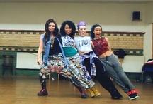 Little Mix / Little Mix je britská čtyřčlenná dívčí hudební skupina založená v roce 2011. Členky jsou Perrie Edwards, Jesy Nelson, Leigh-Anne Pinnock, Jade Thirlwall.