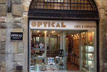 Optical / Storico negozio nel cuore di Lucca, nato nel 1975 grazie a Mirella e sua figlia, oggi è gestito da Lia e Susanna che con professionalità e passione seguono i propri clienti tenendo conto delle ultime novità e tendenze. Via Buia, 7 Lucca