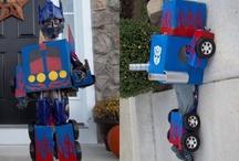 Halloween Costumes Ideas / Creative and Unique Halloween Costume ideas for kids, families and everyone in between.  Even some DIY costume tutorials.