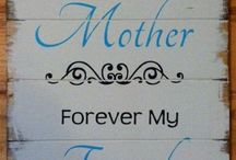 Gifts for Mom and Grandma Signs
