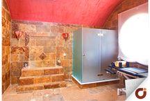Chalet Casasola / Situada en la exclusiva urbanización de Guadalmina, este chalet cuenta con un patio central muy luminoso en un vivo color, que aporta un toque muy andaluz. Este inmueble es toda una oportunidad para aquellos que quieran disfrutar del sol y el buen tiempo en la Costa del Sol. Visita nuestra web: http://www.gilmar.es/Comprar-Vivienda/…/Estepona-Este/90917/ o llama al número de teléfono: 952 80 85 70 para ampliar información con nuestro equipo de profesionales.