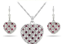 Womens Pendants / Pendants provide jewelry designs with a beautiful focal point and tie components together into a unified theme.
