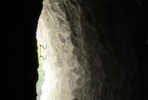 37  Foz  de Lumbier   en Navarra / 37   La Foz  de Lumbier  ubicada en Navarra Naturalmente tiene un gran interés  Naturalístico muy alto.  Está trazada paralelamente a lo que en otros tiempos fue una línea de ferrocarril. Hace ya muchos lustros, el Río Irati, que es el que forma junto a los farallones rocosos, la Foz de Lumbier, era utilizada para descender los troncos de madera del Pirineo de Navarra, con las famosas Almadía  / by Casa Rural Urbasa Urederra