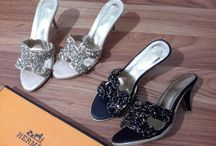 H3rmes / sepatu dan sandal H3rmes  import hongkong   ukuran standar asia, jadu ukuran sama dengan yang biasa pakai   keterangan detail ada di masing masing gambar  follow my new instagram artati_shine  Pemesanan harap cantumkan ukuran, warna dan gambar   Peminat serius hub  whatsapp  087825743622 line id @jps9410s  #sepatuwanita #sepatuimport  #sepatufashion