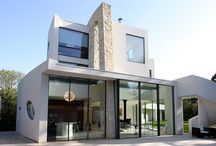 Project: Monroe Drive / A contemporary new build home in Richmond using IQ's slim framed sliding glass doors and structural glass