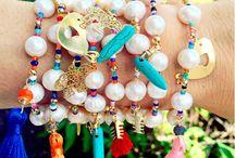 pulseera perlas y dijes