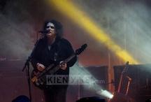 Concierto de The Cure / Los fanáticos de la banda inglesa cantaron a todo pulmón, durante cuatro horas seguidas bajo la lluvia, sus canciones más exitosas http://www.kienyke.com/fotoshow/the-cure-en-bogota/