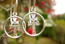 Caravaca Cross jewelry meaning heartfelt peace gift / Caravaca Cross necklaces and pendant jewellery mean presents from the heart to offer protection and inner peace. The Cross of Caravaca (la Vera Cruz) is a powerful amulet believed to ward off evil and increase good fortune - and is said to impart a deep feeling of tranquility. It is said to be one of the best symbols of faith and inspiration