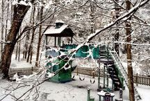 Winter Wonderland (Snowy Playscapes) / Barbara Butler tree houses in the snow