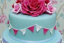 Flowers & Floral Cakes / by Cake Decorating