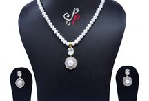 Pretty Pearl Necklace Set in Diamond like Pendant at Rs. 3,200
