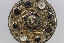 Thierry III (657 +681) ou Théodoric R. des Francs et de Neustrie / Théodoric III (Thierry III) ROI DES FRANCS (679-681) Préd Dagobert III (réunion de tous les royaumes francs), succ: Clovis IV. ROI DE NEUSTRIE (673- 675)) Préd Clotaire III, succ: Childéric II (675-679). Préd Childéric II- Succ: Lui-même (réunion de tous les royaumes francs) - Mérovingien né vers 657, décès en 681. Parents: CLOVIS II et BATHILDE. Conjoint: CLOTHILDE. Enfants: CLOVIS IV, CHILDEBERT IV, peut-être CLOTAIRE IV.