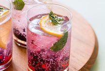 Gin fresh / Rox Afine( proaspete) Felie lamaie( rotunda) Menta( 2 frunze bune) Sirop zahar( mic splash) Apa tonica  Gheata( buna) Gin ( bun)