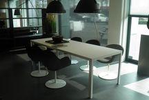 Metaform | Van Oort Interieurs / Metaform is een bedrijf dat bekend staat om zijn op maat gemaakte tafels. Maatwerk staat bij Metaform namelijk voorop. Alle tafels zijn leverbaar in elke gewenste maat, mits technisch haalbaar. Metaform is een relatief kleine fabriek die de productontwikkeling geheel in eigen hand heeft.