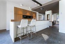Gaskachel met moderne keuken