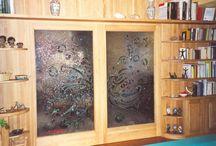 Vetri artistici / Vetrofusione: realizzazione di porte, formelle, tavoli ed oggettistica in pregiato vetro fuso, realizzazioni su disegno.