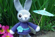 053 - Amigurumi / Amigurumi viene del japonés amu (hacen punto) y nuigurumi (muñeco de peluche). Consiste en tejer a crochet o ganchillo, pequeños muñecos rellenos