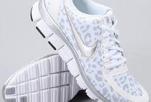 Klere en skoene