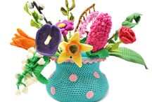 Spring Bouquet CAL / Join our Spring Bouquet CAL and crochet a gorgeous polkadot vase with 12 unique and beautiful flowers! In only 12 weeks you'll have a flourishing bouquet of flowers!