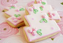 Cookies & Cakes / Cakes, cupcakes, cookies, cake decorating, cookie decorating / by Louise Hopman