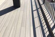 Parquets tricapa, cenefa en suelo hidráulico y madera tecnológica en vivienda particular