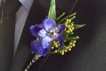Boutonnière, corsages & nosegays / Small bouquet of flowers worn on clothing or wrists or carried for weddings, school dances, birthdays and other special occasions.