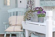 Γαλάζιο χρώματα σε καρέκλα νησι
