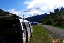 East Coast - New Zealand / De East Coast is terug te vinden op het noord eiland centraal liggend aan de oostelijke kust. De East Coast strekt zich vanaf Opotiki in de Bay of Plenty tot aan Gisborne in Poverty Bay. Door het Raukumara Ranges gebergten ligt de East Coast relatief geïsoleerd van de rest van Nieuw-Zeeland. De regio biedt een rijke Maori cultuur en is de plaats waar 's werelds meest oostelijke stad terug te vinden is.