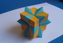 Origami / Origamis, dobraduras, principalmente de formas geométricas. Traditional japanese art of paper folding