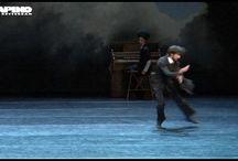 Holland & Le Chat Noir / Twee topstukken van een van de succesvolste Nederlandse choreografen in één voorstelling: Holland & Le Chat Noir van Ed Wubbe. Hiermee viert Scapino Ballet Rotterdam het 25-jarig jubileum van Ed Wubbe als artistiek directeur. Zijn gepassioneerde en innovatieve dansstukken spreken een groot publiek tot de verbeelding. In een grootse enscenering weten de dansers met kleine, menselijke emoties het publiek te raken.