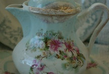 Delicate Teapots and Chocolate Pots / Teapots ought to be beautiful