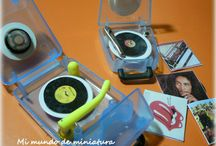 Dollhouse Entertainment / DIY musical instruments, record players, televisions, radios and telephones