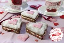 Ricette di San Valentino / Ricette per gli innamorati: il San Valentino è più dolce con Valle'. Ecco molte ricette di dolci e torte per rendere magico e gustoso il tuo San Valentino. Sorprendi con un momento di dolcezza la tua dolce metà. Fragole, cioccolato e panna guarniranno le torte e i dolci più prelibati, ma sarà il tuo amore con l'ingrediente segreto che completerà l'incantesimo.